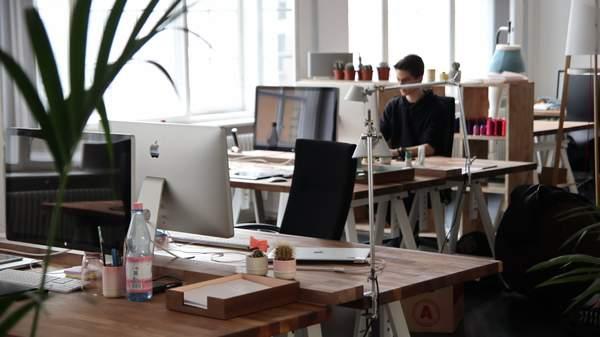 Yaratıcılığı ve Verimliliği Artıracak Ofis Dekorasyonu Fikirleri